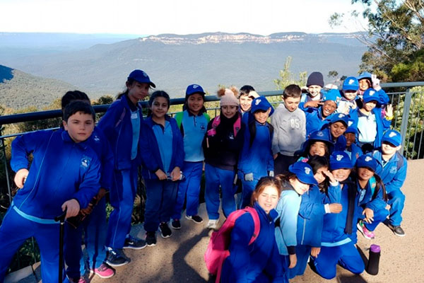 students at the blue mountains